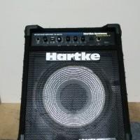 ベースアンプ Hartke KICKBACK12
